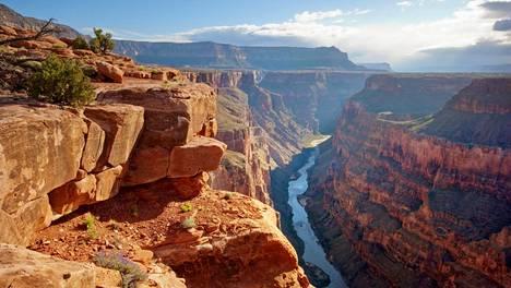 Grand Canyonin kansallispuisto on tunnettu kanjoneista ja korkeista jyrkänteistään.