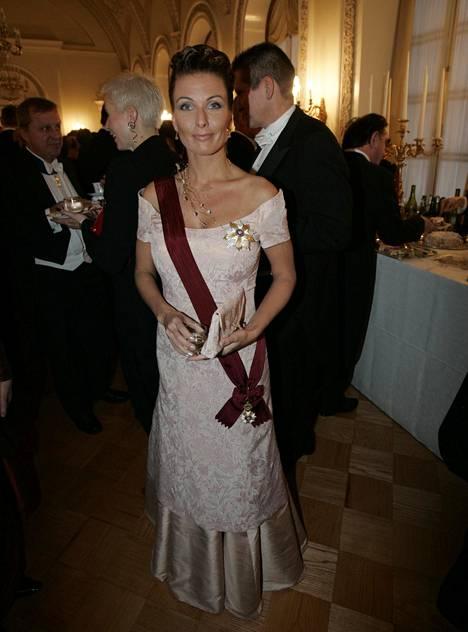 Linnan juhlissa Tanja Karpela oli aina yksi illan seuratuimmista vieraista. Kuvassa Karpela vuoden 2004 itsenäisyyspäivän vastaanotolla.
