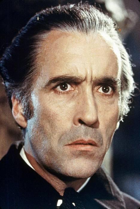 Christopher Lee näytteli usein pahisten rooleja elokuvissa, kuten epämääräistä kreivi Draculaa ja Frankestainin hirviötä.