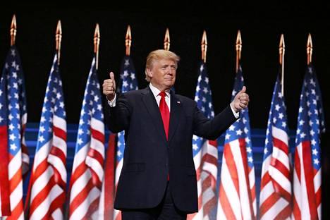 Donald Trumpin on syytetty vaihtavan aiheesta kuin aiheesta mielipidettään kuin sukkia.