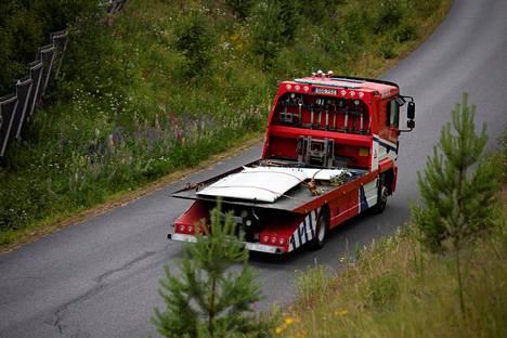 Koneen osia kuljetetaan pois Uumajassa 15. heinäkuuta 2019.