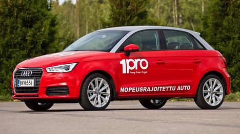 Tällaisilla nuoria houkutellaan mopoautoista kevyautojen pariin. Näyttää tavalliselta Audi A1:ltä, mutta sen maksiminopeus on rajoitettu.