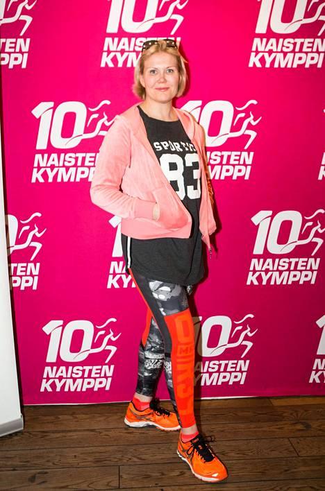 Sanna Kiiski kuvattuna vuonna 2016 Naisten Kymppi -juoksukisan lehdistötilaisuudessa.