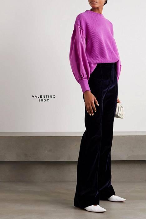 Esimerkiksi tunnetulla luksusvaatebrändi Valentinolla on mallistossaan fuksiansävyinen villapaita, jonka hihat ovat näyttävän pussimaiset.