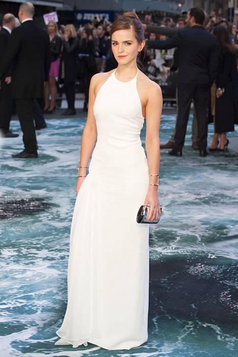 Emma Watson kokovalkoisessa Noah-elokuvan ensi-illassa Lontoossa.