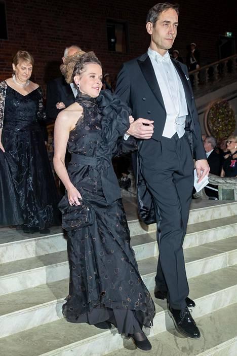 Mustan ei tarvitse olla tylsä! Amanda Lind ja Mats Malm.