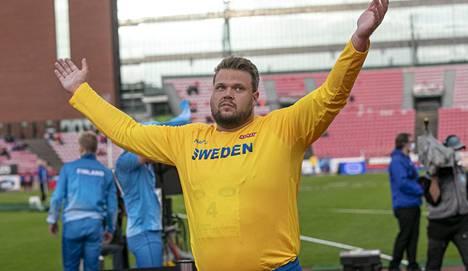 Daniel Ståhl tuuletteli maaotteluvoittoa Suomi–Ruotsi-ottelussa Tampereella syyskuun alussa 2020.