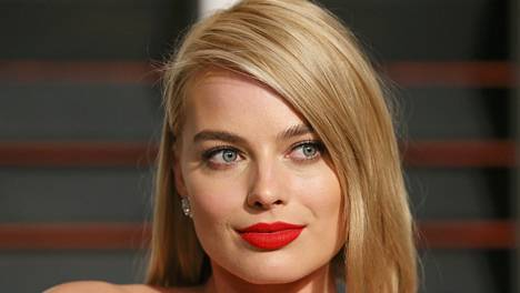 Näyttelijä Margot Robbiella on ollut myös roolit Richard Curtisin elokuvassa Oli aikakin ja Martin Scorsesen ohjaamassa elokuvassa The Wolf of Wall Street.
