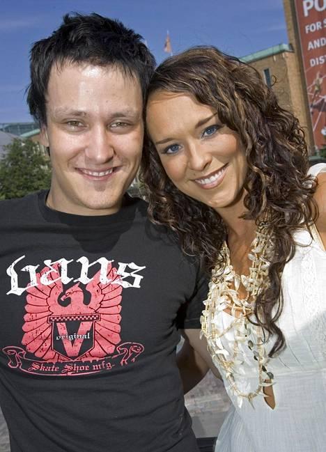 Idols-ohjelman rakastetut juontajat Heikki Paasonen ja Ellen Jokikunnas heinäkuussa 2005.