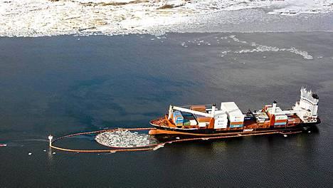 Islantilaisvarustamo pyysi anteeksi öljyvuotoa Oslonvuonossa.