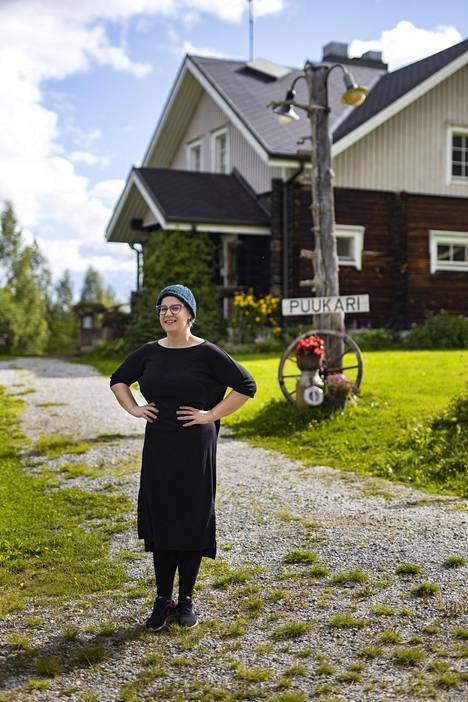 Anni on kasvanut majatalon pitoon. Hänen vanhempansa perustivat sen 90-luvun alussa.