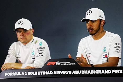 Valtteri Bottas (vas.) on jäänyt täysin tallitoverinsa Lewis Hamiltonin varjoon.