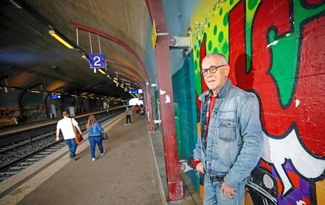 Jukka Tolonen asuu Helsingin Malminkartanossa ja viihtyy. 40 vuoden päihdekierteen jälkeen hän on kuivilla.
