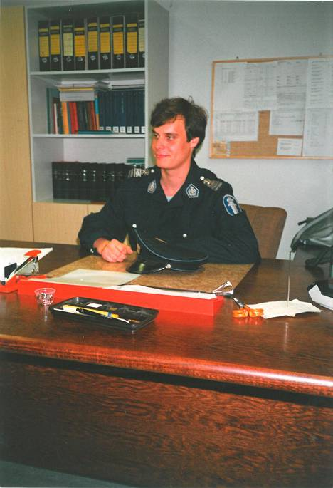 Nuori oikeustieteiden ylioppilas kesällä 1987. Suoritettuaan rikosoikeuden opinnot jo ensimmäisen opiskeluvuotensa aikana Rinne sai komennuskirjan nimismiehen viransijaiseksi.