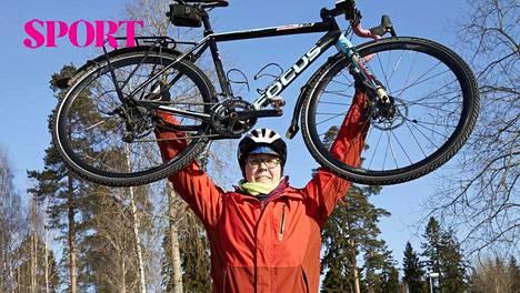 """Lydia, 37, rakastui pyöräilyyn ja pudotti vuodessa 15 kiloa: """"Syömisiäni en juuri muuttanut"""""""