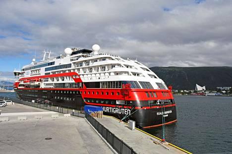 Roald Amundsen on nyt kiinnitettynä laituriin Tromssan satamassa.