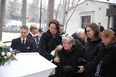 Lähiomaiset ovat kiitollisia siitä, että Matti sai omannäköisensä hautajaiset.