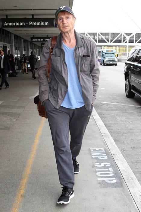 Liam Neeson kuvattuna Los Angelesin lentokentällä 10. kesäkuuta.