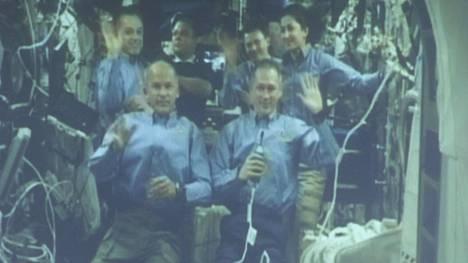 Belgialainen Frank De Winne tervehti yleisöä kansainväliseltä avaruusasemalta lokakuussa 2009.
