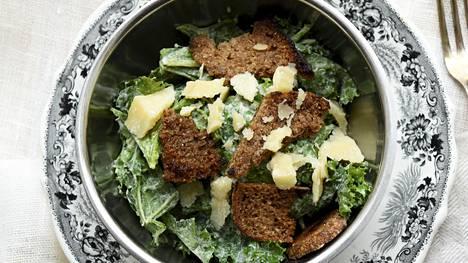 Maukas lehtikaali taipuu salaattinkin.
