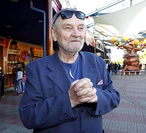 Viihteen legenda Jukka Virtanen vietti aikaa muun muassa ohjaaja Neil Hardwickin kanssa.