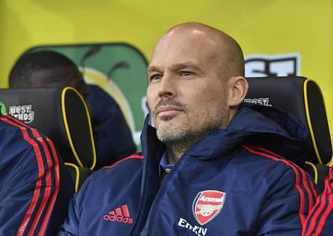 Pelaajana kolme Valioliigan mestaruutta Arsenalissa voittanut Freddie Ljungberg nimitettiin väliaikaiseksi päävalmentajaksi Unai Emeryn saatua potkut. Urakka alkoi yskähdellen.