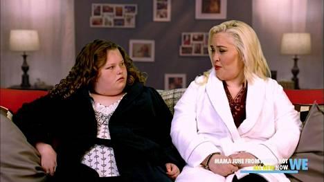 Honey Boo Boon ja Mama Junen edesottamuksia on voinut seurata alunperin Here Comes Honey Boo Boo -ohjelmasta ja myöhemmin Mama June: From Not To Hot -ohjelmasta.