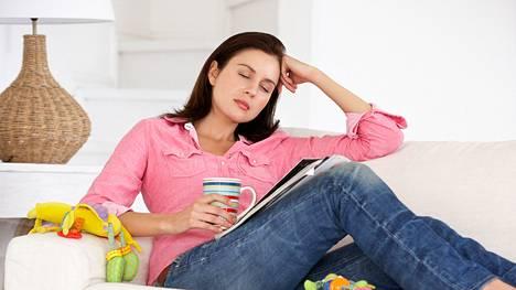 Imettävän äidin runsas kahvinjuonti voi tehdä vauvasta levottoman. Uudet ravitsemussuositukset ohjeistavat vähentämään kofeiininsaantia.