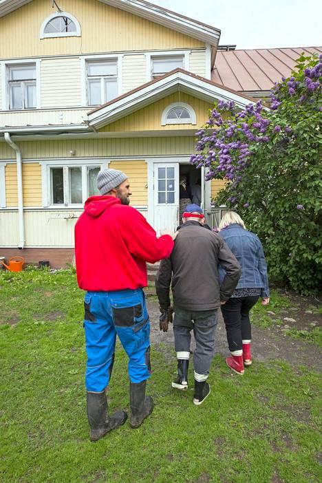 Mielenterveyskuntoutujat ovat tervetulleita myös Tiaisten kotitaloon.