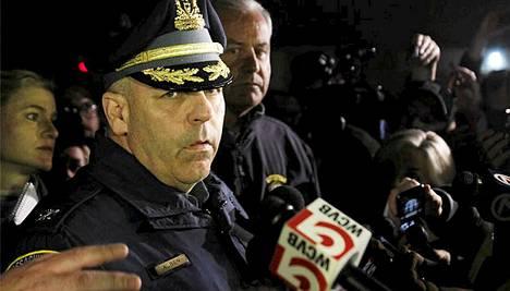 Poliisi piti Watertownissa lehdistötilaisuuden ja kertoi tapahtumien kulusta.