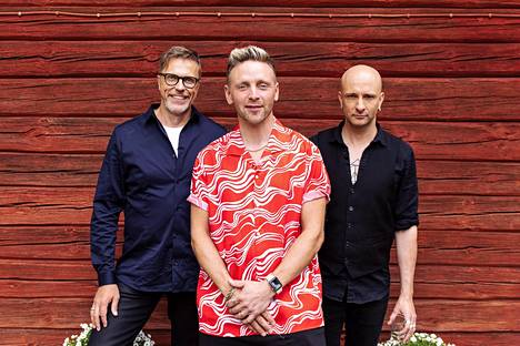 Reino Nordin, Jari Sarasvuo ja Herra Ylppö nauroivat tilanteelle mahat kippurassa.