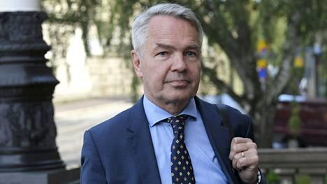 Ulkoministeri Pekka Haavisto (vihr.) menossa hallituksen neuvotteluihin Säätytalolle Helsingissä 25. elokuuta 2020.
