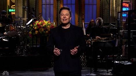 Elon Musk esiintyi Saturday Night Livessä.