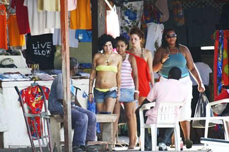 Amy Winehouse näyttää voivan paremmin kuin aikoihin St Lucian -lomallaan.