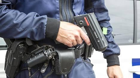 Poliisi valvoo koulujen lähettyvillä 8. - 10.8. Tarkkailussa ovat nopeuksien ohella mm. suojatiesäännöt ja jalkakäytävällä pyöräily.