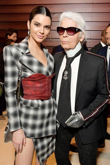Malli Kendall Jenner inspiroi Lagerfeldia viime vuosina. Kuva vuodelta 2017.