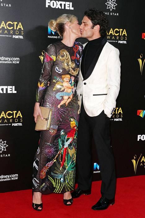 Dusseldorp on naimisissa näyttelijä-ohjaaja Ben Winspearin kanssa. Parilla on kaksi yhteistä lasta.