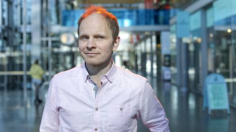 Dome Karukoski on työstänyt The Beast Must Die -sarjaa viimeiset puolitoista vuotta. Osan esivalmisteluista ja jälkityöt hän teki etänä Helsingistä.