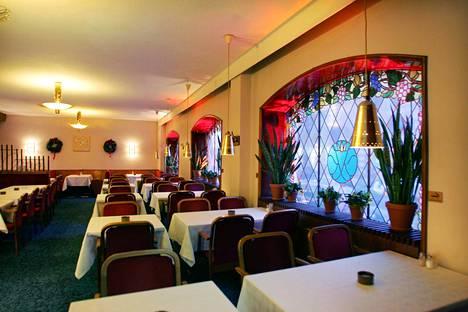 Ravintola Kolme Kruunua edustaa sisustukseltaan samaa ajanjaksoa kuin esimerkiksi Sea Horse.