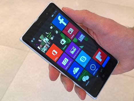 Lumia 830 on yksi joulumarkkinoille ehtivistä uusista puhelimista.