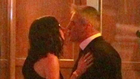 Courteney Cox ja Matt LeBlanc intoutuivat suudelmaan illallisen yhteydessä.