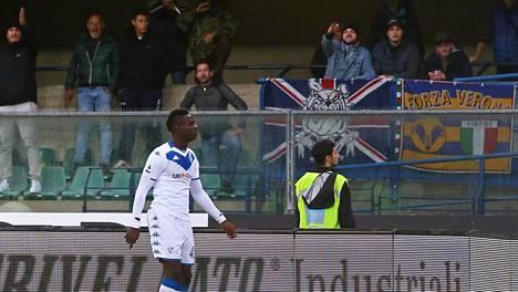 Brescian supertähti Mario Balotelli sai tarpeekseen veronalaisyleisön rasistisista huudoista.