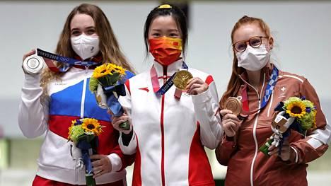 Tokion ensimmäiset olympiamitalistit yhteiskuvassa.