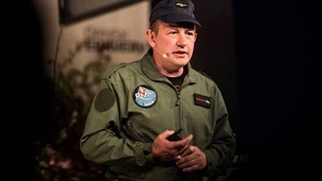 Peter Madsen kuvattiin toukokuussa 2017 Kööpenhaminassa järjestetyssä bisnestapahtumassa, jossa hän luennoi yrittäjyydestä. Muutaman kuukauden kuluttua hän murhasi toimittaja Kim Wallin sukellusveneessään Juutinrauman pohjassa.