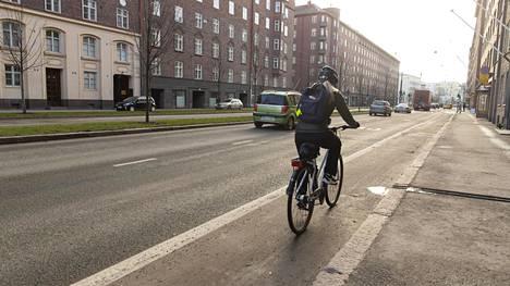 Poikkeustilan aikana kuntoa pidetään yllä entistä enemmän ulkona esimerkiksi pyöräillen.