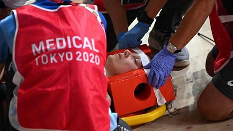 Van Riessen kuljetettiin sairaalaan tajuissaan.