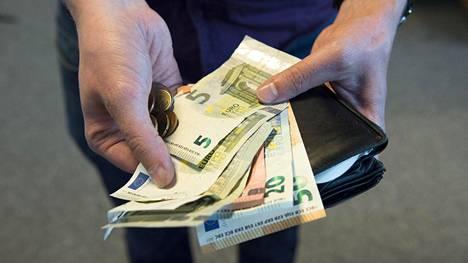 Yli 80-vuotias nainen kavalsi 54 000 euroa – tiliotteita sisältänyt muovikassi katosi yllättäen
