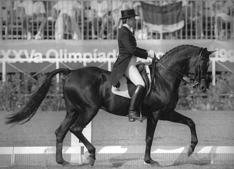 Kyra Kyrklund ja Edinburg olivat tyylikäs näky Barcelonan olympiakisoissa 1992. Suomalainen superratsu Matador II oli 1991 myyty yllättäen Japaniin.