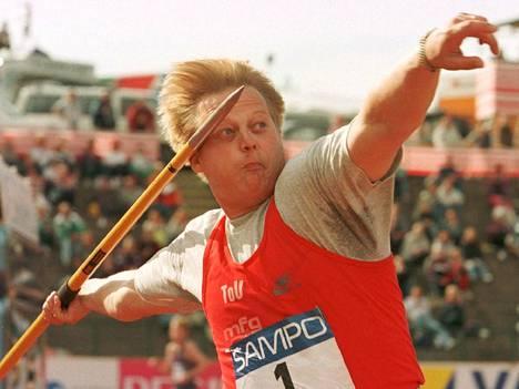 Seppo Räty Kalevan kisoissa 1996. Muutama viikko myöhemmin hän heitti olympiapronssia Atlantassa tuloksella 86,98.