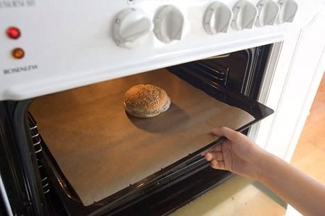 Tuulan siivousvinkkiin liittyy leivinpaperin hyödyntäminen.